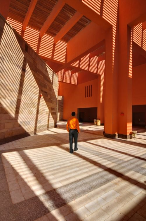 American University, El Cairo - Ricardo Legorreta